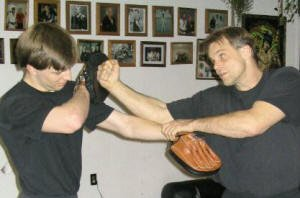 Jeet_Kune_Do_focus_mitts